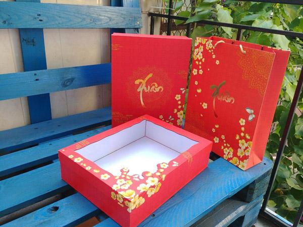mẫu hộp quà tết màu đỏ 3