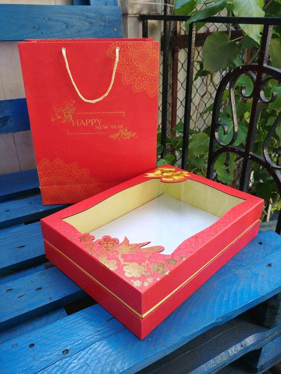 mẫu hộp quà tết màu đỏ 4