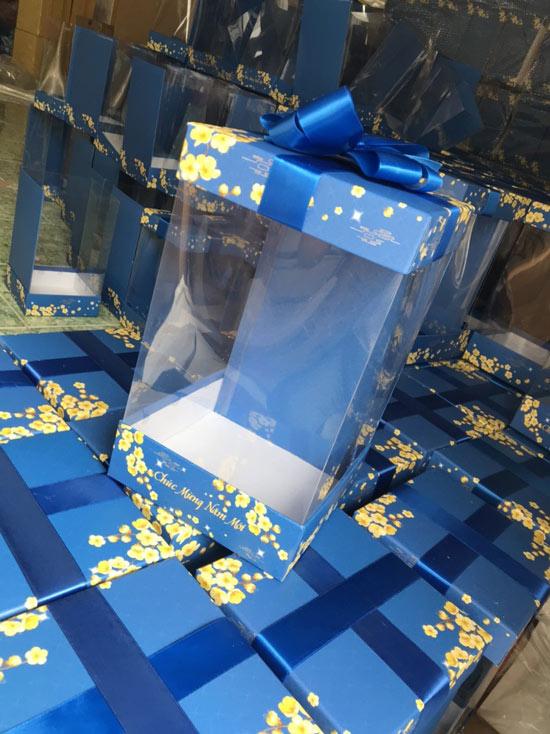 mẫu hộp quà tết màu xanh 1