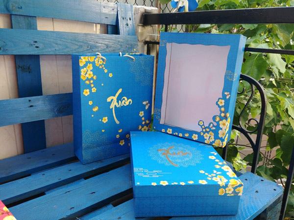 mẫu hộp quà tết màu xanh nhạt