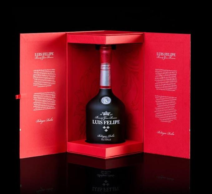 Đến với dịch vụ in hộp rượu giá rẻ tại Sắc Hoa Box để có những mẫu thiết kế cực ki ấn tượng