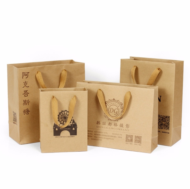 Túi giấy kraft có quai thân thiện với môi trường lại tái sử dụng được nhiều lần
