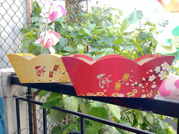 mẫu hộp quà tết màu đỏ hình tiền