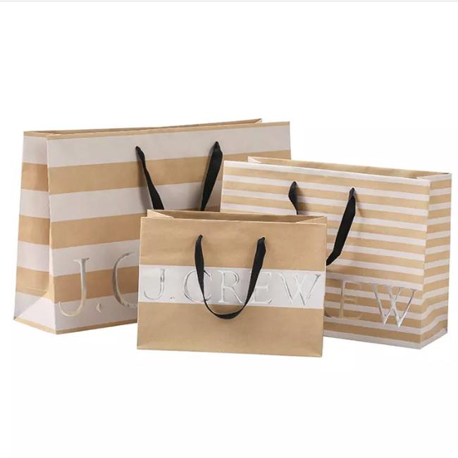 In túi giấy số lượng ít TpHCM tại Sắc Hoa Box để có sản phẩm chất lượng tốt nhất với giá thành rẻ nhất
