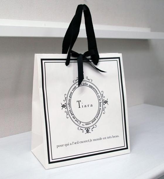 Dịch vụ in túi giấy Sắc Hoa Box luôn tích cực nhận đánh giá phản hồi từ khách hàng để hoàn thiện mình